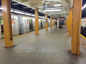 145th Street (IND Eighth Avenue Line) - Upper level platform