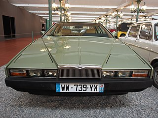 fichier 1982 aston martin lagonda series 2 v8 5340cm3 309hp 225kmh pic2 jpg wikip dia. Black Bedroom Furniture Sets. Home Design Ideas