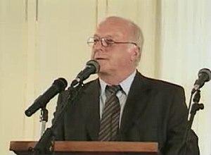 Dr. Norbert Blum accepts the 2001 Leipzig Huma...