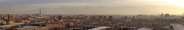 [تصویر:  600px-20101231_Yazd_Iran_panorama_from_A...omplex.jpg]