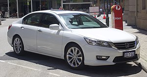 2013 Honda Accord VTi-L 2.4 sedan (2018-10-29) 01.jpg