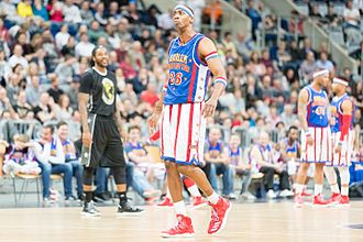 "Kris Bruton - Kris Bruton as ""Hi-Lite"" in March 2017 with the Harlem Globetrotters in Mannheim Germany"