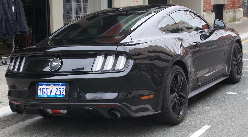 2017 Ford Mustang (FM) coupe (2017-07-15) 02