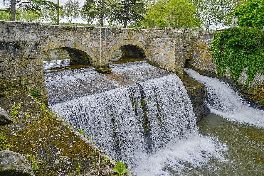 L'épanchoir du Laudot est un ouvrage d'art du canal du Midi, communes de Revel et Saint-Félix-Lauragais, Haute-Garonne, France, Europe.
