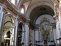 32 Església parroquial, nau central i capelles laterals.jpg