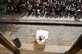 7321 Synagoga Pod Białym Bocianem. Wykład przed synagogą. Foto Barbara Maliszewska.jpg