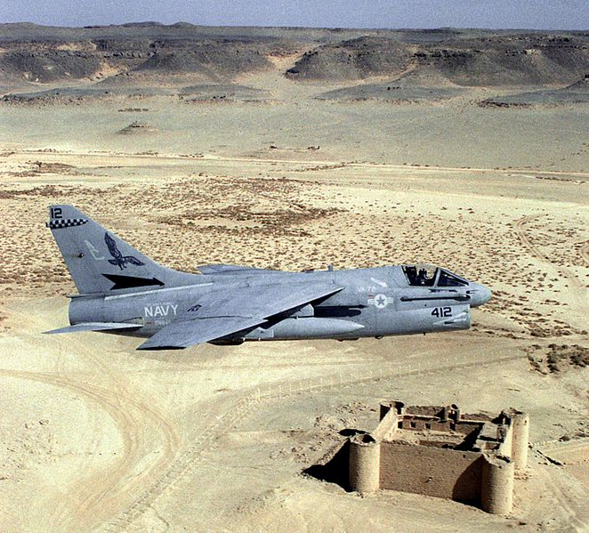 http://upload.wikimedia.org/wikipedia/commons/thumb/4/40/A-7E_VA-72_over_Saudi_Fort_1990.JPEG/662px-A-7E_VA-72_over_Saudi_Fort_1990.JPEG