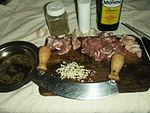Agnello spiedini.04.trita d'aglio.jpg