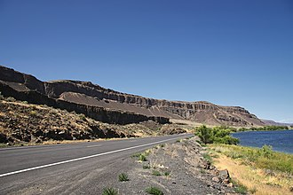 Washington State Route 17 - SR 17 northbound on the western shore of Alkali Lake in the Grand Coulee, heading towards Coulee City.