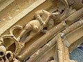 Amagne (Ardennes) église, portail, détail sculpture 03.JPG
