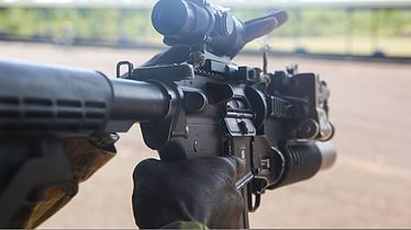 An Australian soldier prepares to fire an M4 carbine at Robertson Barracks in Northern Territory, Australia, April 15, 2014 140415-M-GO800-055.jpg