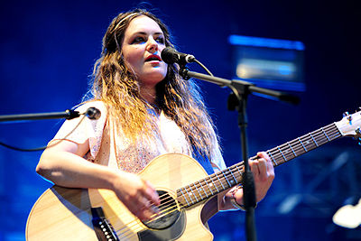 Picture of a band or musician: Julia Stone