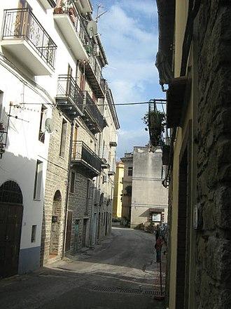 Aquara - Image: Aquara (old town view)