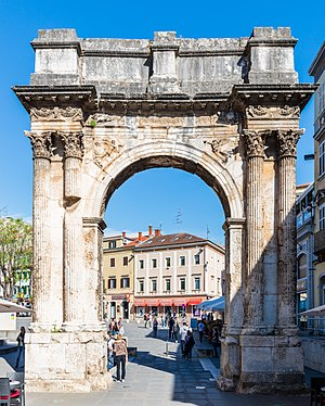 Arco de los Sergios, Pula, Croacia, 2017-04-16, DD 43