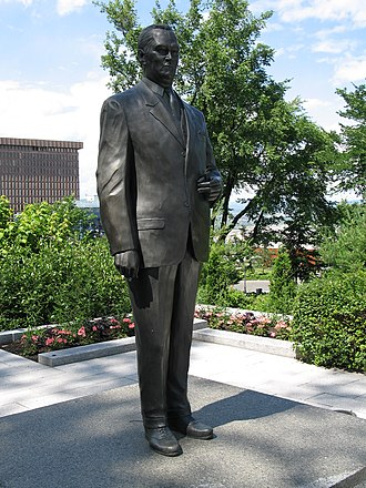 Quebec Liberal Party - Statue of Jean Lesage in front of the Parliament Building.