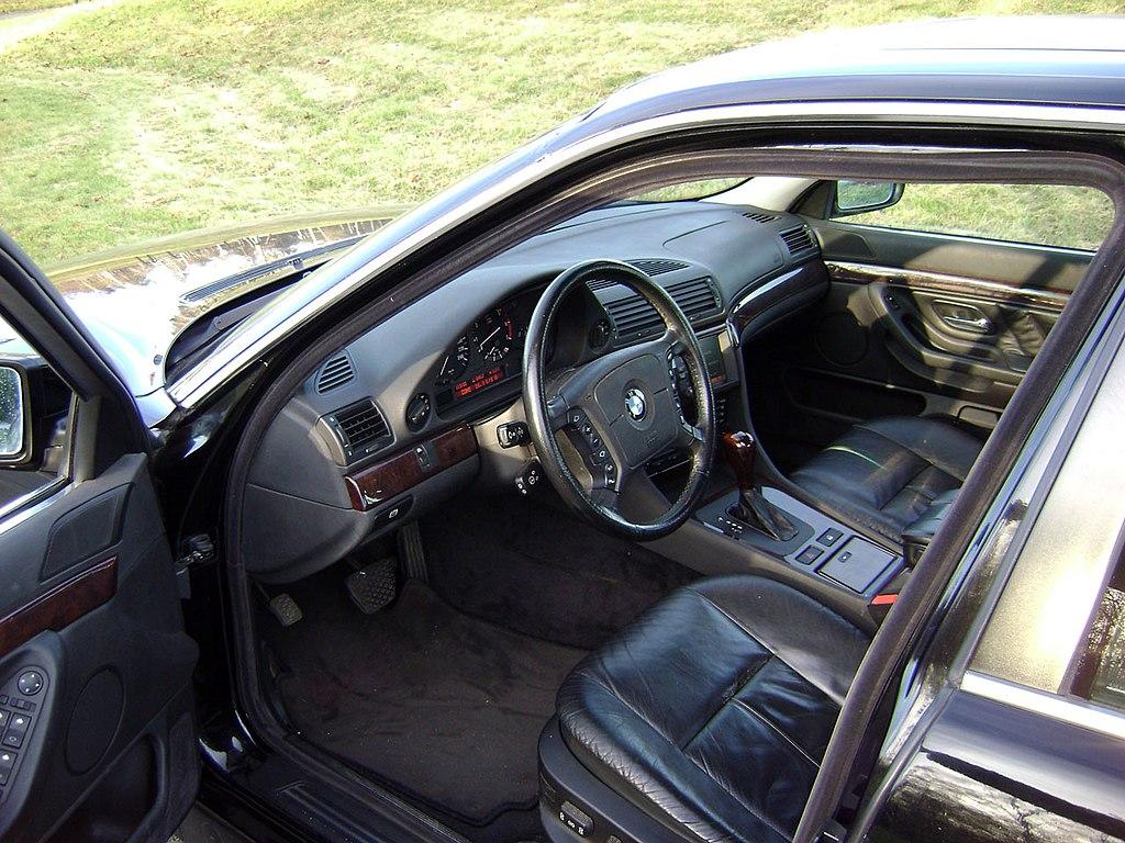File:BMW E38 740iA-96 interior.jpg