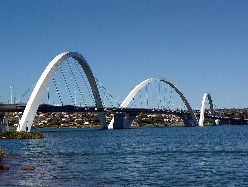 Ficheiro:BSB Ponte JK 08 2005 58 8x6.JPG