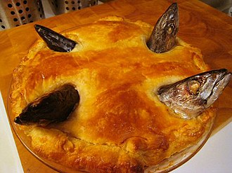 Stargazy pie - The pilchards must retain their heads