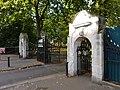 Battersea Park Chelsea Gate 01.jpg