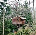 Baumhaus mit Satellitenanschluss - panoramio.jpg