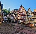 Beeindruckende Fachwerkhäuser säumen den historische Marktplatz in Miltenberg.jpg