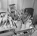 Beeld in het atelier van Eppo Doeve met zijn teken- en verfmateriaal, Bestanddeelnr 252-0093.jpg