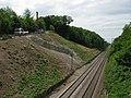 Befestigter Hang nach Hangrutsch an der Rheintalbahn am 9. Mai 2015 in Freiburg-Sankt Georgen.jpg