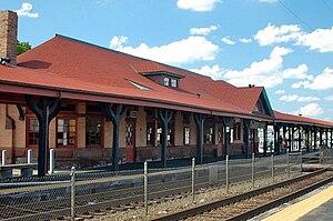 Beverly Depot (MBTA station) - Historic Beverly Depot and modern asphalt platforms