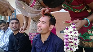 Tihar (festival) - Applying the Tika