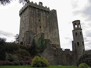 IRLANDA (fiestas paganas, filtros de amor y maldiciones) -En CONSTRUCCION- - Página 3 300px-Blarney_Castle_01