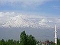 Blick zum Berg Ararat Ağrı Dağı Մասիս (5137 m) von Doğubeyazıt (40402100501).jpg