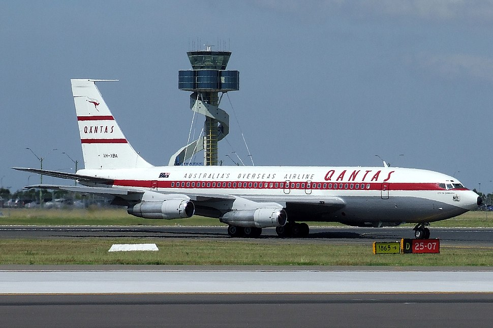 Boeing 707 Qantas (VH-XBA)