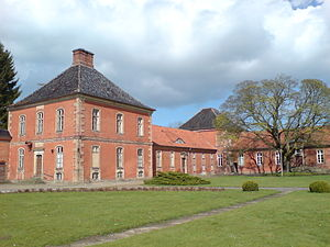 Schloss Bothmer - View of pavilions and wings