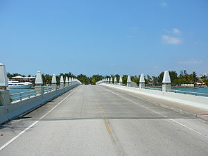 Palm Island (Miami Beach) - Image: Bridge connecting Palm Island and Hibiscus Island