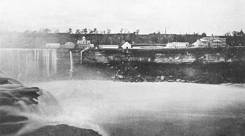 Brink of Horseshoe Falls and Canadan Shore, seen from Goat Island (1880)