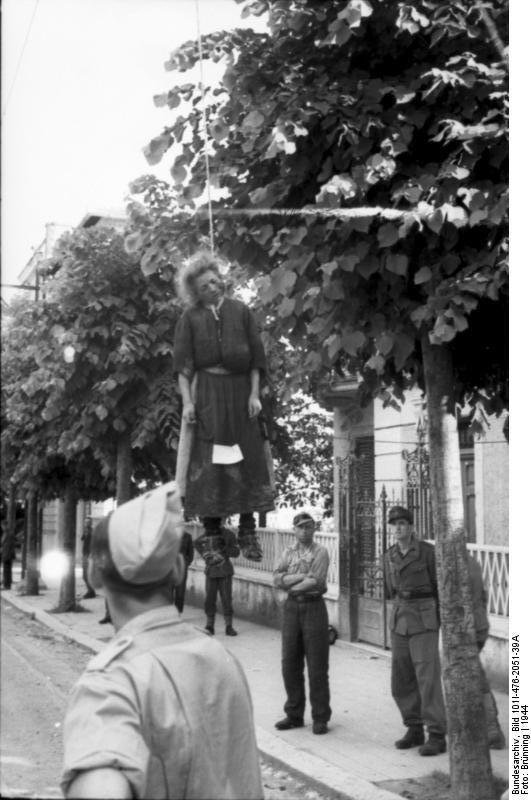 Bundesarchiv Bild 101I-476-2051-39A, Italien, Rom, erhängte Frau, deutsche Soldaten