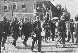 Bundesarchiv Bild 102-12190, Budapest, Prozession zum Nationalfeiertag