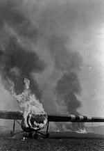 Bundesarchiv Bild 183-J27850, Arnheim, brennende britische Lastensegler