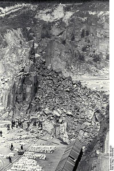 File:Bundesarchiv Bild 192-323, KZ-Mauthausen, Steinbruch Wiener Graben.jpg
