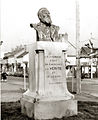Buste de V. Hugo à Imphy par A Marquet.jpg