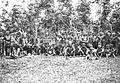 COLLECTIE TROPENMUSEUM Een groep Batang Loepar Dajaks tijdens het bezoek van Gouverneur-Generaal J.P. Graaf van Limburg Stirum aan Borneo TMnr 60018484.jpg