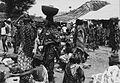 COLLECTIE TROPENMUSEUM Op de markt te Garoua Boulai TMnr 20014164.jpg