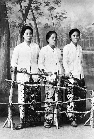Manado - Minahasa women, circa 1940s