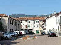 Calizzano-piazza centro storico.jpg