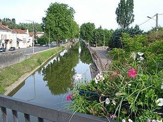 Canal du Centre (France) - Image: Canal du centre à Paray le Monial
