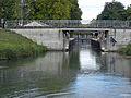Canal latéral à la Garonne, écluse en Gironde.JPG