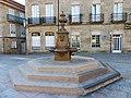 Casco Antiguo de Pontevedra, fuente en la Praza Alonso de Fonseca.jpg