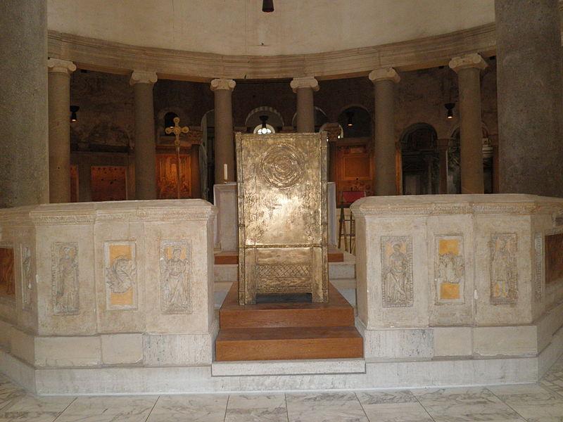 Celio - s Stefano Rotondo - recinto dell altare O4140029.JPG