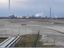 Veduta di un impianto per la produzione di PVC.