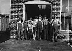Child workers in Talladega, Alabama.jpg